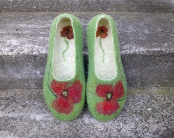 Handmade felted slippers Wool women slippers Felted women shoes Eco friendly women wool house slippers indoor felt shoes Red Poppy