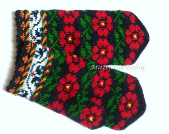 Red Green Black Mittens Hand knitted Mittens Wool Mittens Latvian Mittens Knit Gloves Wool Gloves Winter Gloves Patterned Colorful Mittens