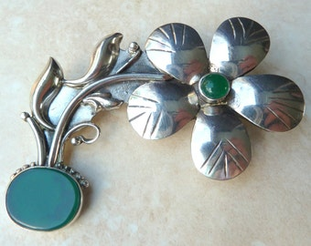 Vintage Large Sterling Silver And Green Chalcedony Flower Brooch.