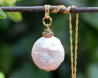 Keshi Coin Pearls Pendant Necklace.18K Gold Filled Chain.Statement.Dainty.Beadcap.Bridal.Mother's.Valentine.Gift.Handmade.