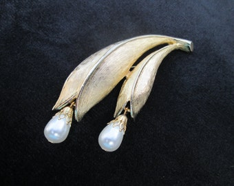 Vintage Emmons Brushed Gold Tone Faux Pearls Brooch Pin