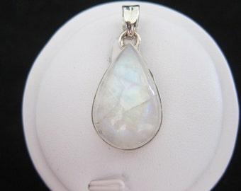 Rainbow Moonstone Sterling Silver Pendant (81)
