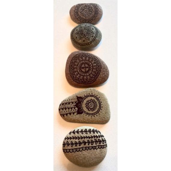 hand bemalte steine hochzeit bevorzugungen individuelle. Black Bedroom Furniture Sets. Home Design Ideas