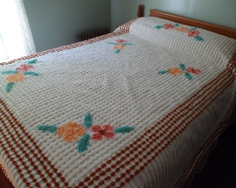 "Vintage 1940s/50s Chenille Bedspread~Full/Double 106""x 87"" White Lattice Flowers Thick and Heavy! Very Nice!"