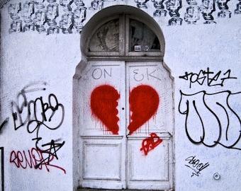 Paris Digital download photograph, graffiti, printable photo wall art, 8x10, 11x14, Paris grafitti print, broken heart, digital photo