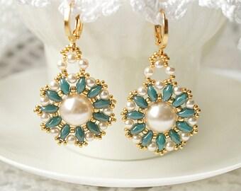 Beaded earrings with Swarovski pearls, beadwoven earrings, bead earrings, earrings with Swarovski, bead weaving earrings, beadwork earrings