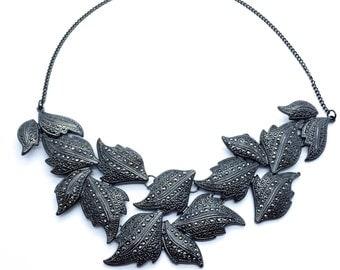 Statement necklace, layered necklace, rhinestone necklace, leave necklace, chunky necklace, geometric necklace, bib necklace, bride necklace