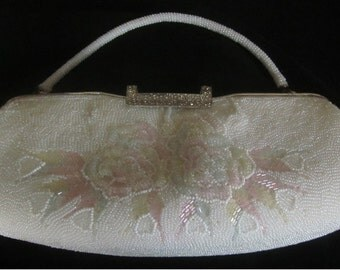 1960s White Beaded Purse with Beaded Flower Decoration