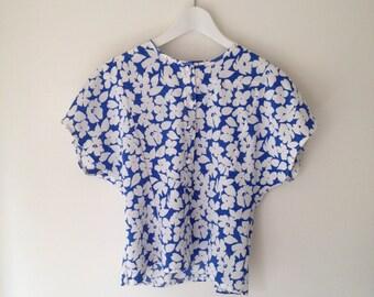 90's Floral blouse.