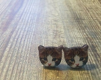 Itty Bitty Kitty Stud Earrings. Cats are just the best! I love cats. Cat Earrings. Cat Studs. Crazy Cat lady for life. Quirky Cat Earrings.