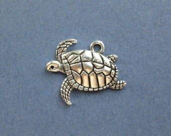 10 Turtle Charms - Turtle Pendants - Sea Turtle- Ocean Charm - Animal Charm - Antique Silver - 21mm x 17mm  -- (No.88-10256)