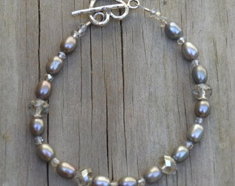 Gray Pearl and Crystal Bracelet (BR11)