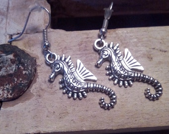Earrings and pendant hippocampus