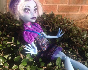 Custom OOAK Repaint Monster High/Ever After High