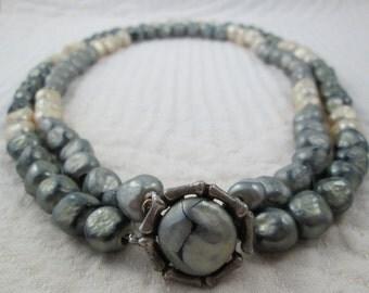 Vintage Vogue Necklace Gray Silver Cream Custard 1940s