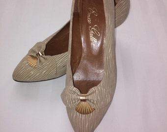 Vintage kitten heels / 1980s / vintage women's shoes / gold and cream
