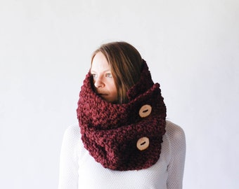 Chunky Cowl Neckwarmer With Wood Buttons Wrap / THE SELAWIK / Wine