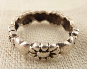 Size 7.5 Vintage Simple Sterling Heart and Flower Band Ring