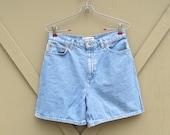 90s vintage Light Wash Denim High Waist Jean Shorts / Jones Wear Sport