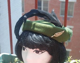 Vintage 1950s Glenover Henry Pollak Green Felt Formal Hat with Edwardian Feathers