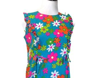 Vintage 1960's Hawaiian Surf Dress, Mod 60's dress, Vibrant FLower Pattern Daisys