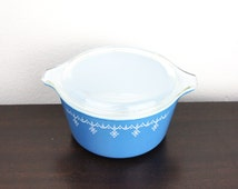 Vintage Pyrex Snowflake Print Small Round Lidded Casserole 473, Blue Glass, Baking Dish, 1 Quart, 4 Cups, 1950s The United States 190007