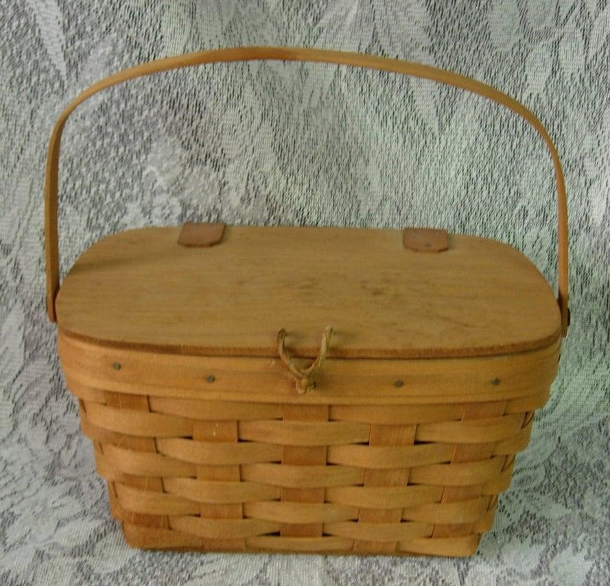 1987 longaberger small picnic or purse basket hinged lid. Black Bedroom Furniture Sets. Home Design Ideas
