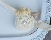 Lace & Burlap Wrist Corsage // Ivory Sola Wood Flower, Babys Breath, Bridal Flower, Wedding Accessory, Mothers Corsage, Natural Rustic