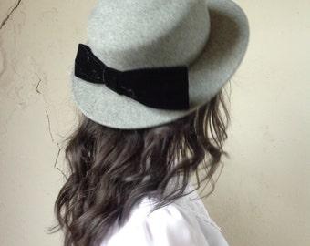 Madeline grey wool boater hat/ sailor hat/ black velvet bow in back// 22