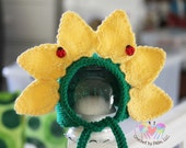 Hand Knitted Sunflower Bonnet, Newborn Hat, Newborn Sunflower Hat, Newborn Photography prop --- Made to order