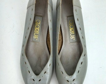 Vintage Grey Cutout Flat Wedge Pumps / Size 9