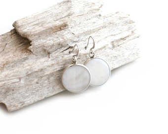 Matte Silver Plated White Nacre Round Earrings