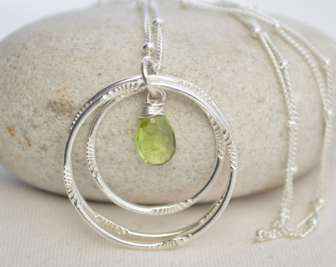 Peridot necklace, August birthstone, 3 sisters necklace, Best friend necklace, 30 birthday necklace, 30 birthday gift, Birthstone necklace