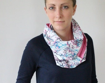 Loop scarf graphic white/turquoise/rose