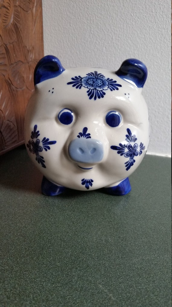 Blue and white piggy bank pig faience figurine hand for Travel fund piggy bank