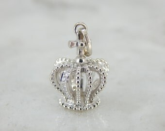 Diamond Encrusted Gleaming Gold Crown Pendant P7EL1Y-R