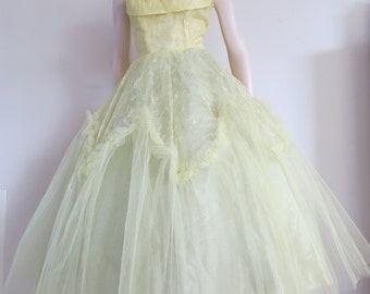 Stunning Yellow Vintage 50s Tulle Prom Dress / Cup Cake / Full Skirt / Small / Strapless / Shelf Bust