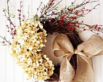 Lush cream hydrangea wreath for Christmas. Fall wreath, Christmas wreath, Christmas decor.