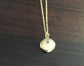gold locket, small locket, round locket, vintage locket, vintage gold round locket, gold round locket, circle locket, gold necklace,necklace