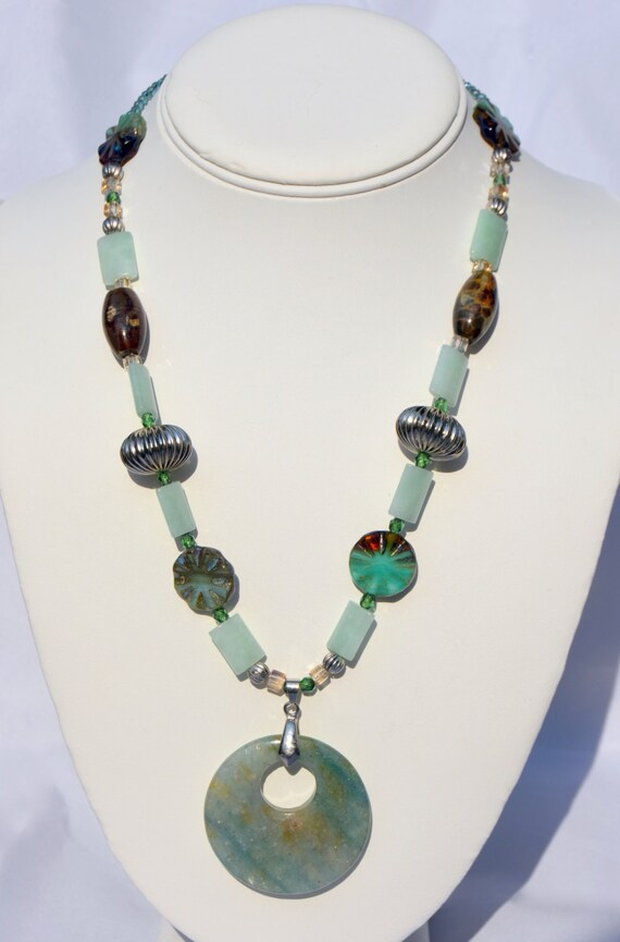 "19"" Mint Green Necklace With Round Pendant"