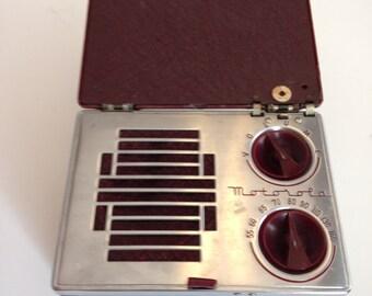 """1941 Motorola A1 """"Lunchbox"""" Portable AM 5-Tube Radio"""