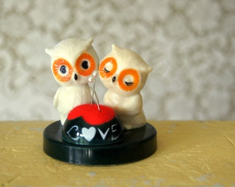 Vintage Kitsch Owl Love Celluloid Pin Cushion (Retro Sewing)