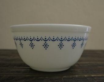 Vintage Pyrex Blue Snowflake Mixing Bowl 1.5 Quart #402