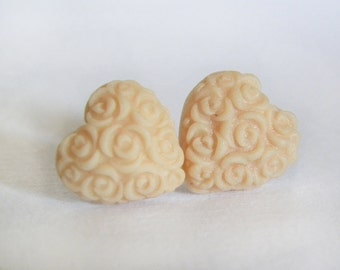 Stud earrings with decorated heart