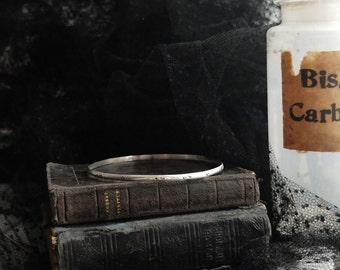 Shízhánee' upper-arm bracelet, stacking. Custom (sterling silver, your choice of size & pattern - chevron, hammered...)