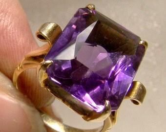 10K Amethyst Solitaire Ring 1940s Retro 10 K Emerald Cut 6 Carats Size 6