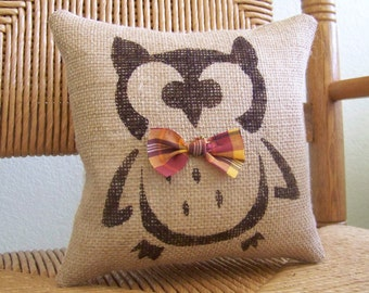 Owl pillow, Halloween pillow, Fall pillow, burlap pillow, stenciled pillow, Halloween decor, Fall decor, FREE SHIPPING!