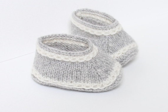 Baby Booties / Knitting Pattern Baby Instructions in English Instant Digital Download PDF / Sizes Newborn - 3 months - 6 months