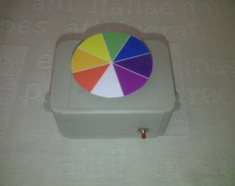 Electric spinner to show white light in Primary Science