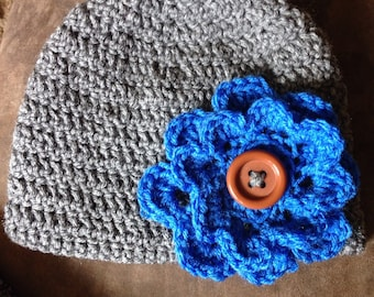 Hat with removable flowers